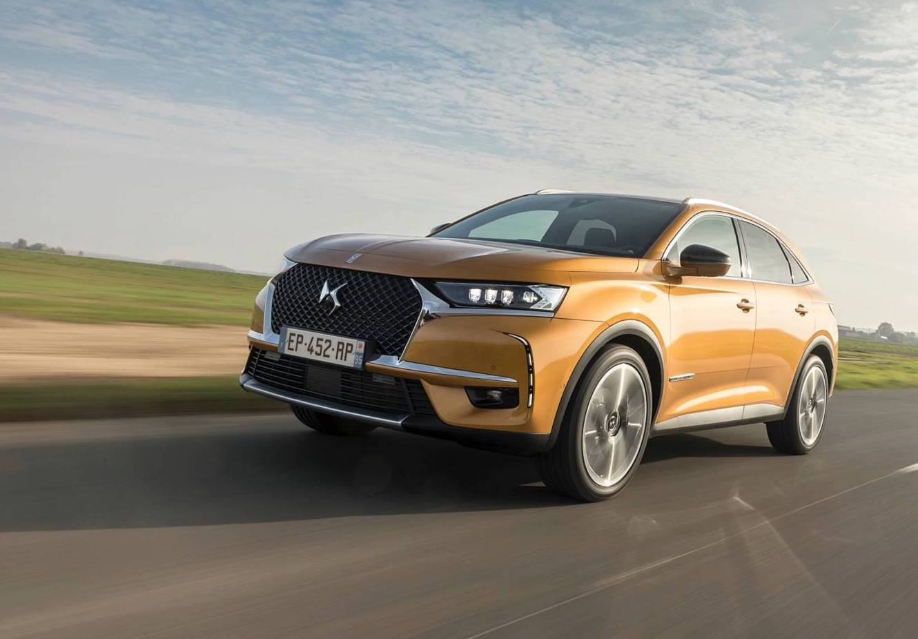 ds-7-crossback-on the road